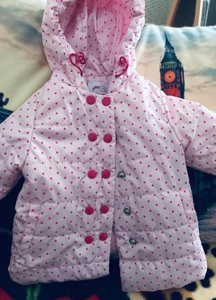 Куртка рожева в горошок,дуже класна ,практична ,регулюється ширина заклюпочками