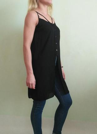 Стильная блуза с красивым декольте.