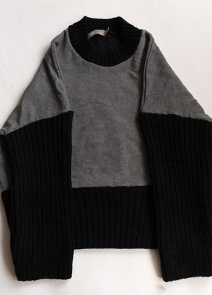 Объемный свитер с молнией на спине