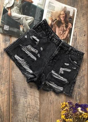 Рваные джинсовые шорты р.8 36
