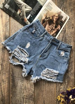 Рваные джинсовые шорты р.м