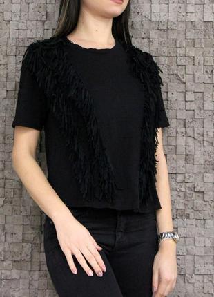 Красивая и стильная футболка с бахрамой