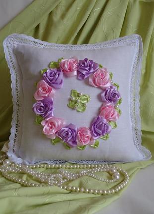Декоративная подушка, розовый веночек