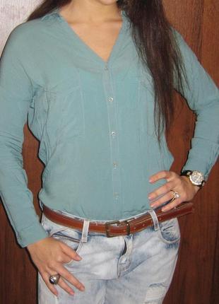 Рубашка голубая bershka синяя