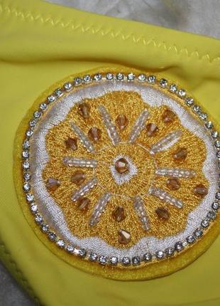 Трендовый откровенный купальник с лимонами5 фото