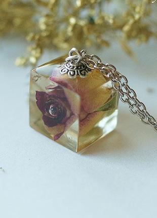 Кулон-куб с розой - в единственном экземпляре