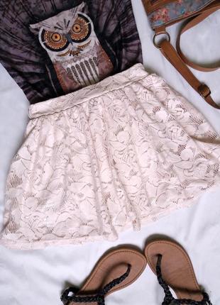 Короткая гипюровая юбка