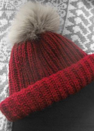 Женская шапка ручной работы
