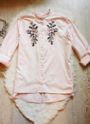 Розовая плотная рубашка с длинным рукавом и цветочной вышивкой без воротника