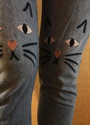 Джинсы с вышивкой мом mom monki h&m с котиками3