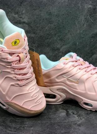Женские кроссовки  air max 95 цвет персик - пудра . суперстильные