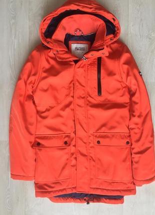 Яркая зимняя куртка парка tommy hilfiger