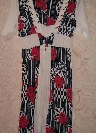 Платье белое с цветным принтом 50р