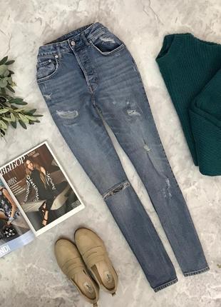 Стильные джинсы с легким дистрессингом  pn1905031  h&m