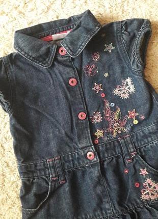 Джинсовое платье с вышивкой3 фото