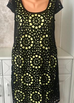 Супер нарядное чёрное брендовое  платье на яркой подкладке