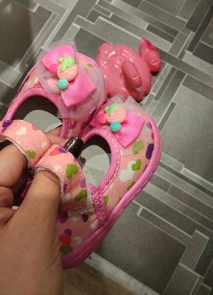 Новые туфельки босоножки пинетки для девочки