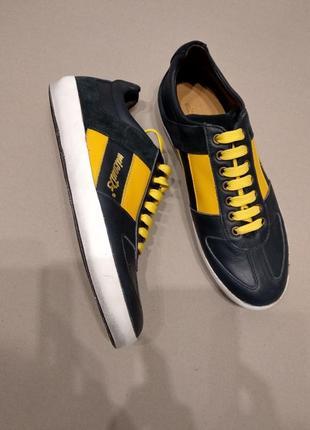 Кожанные фирменные кроссовки