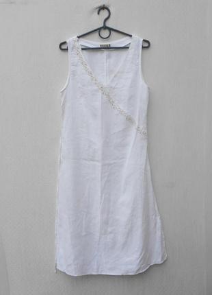 Летнее белое льняное платье с вышивкой