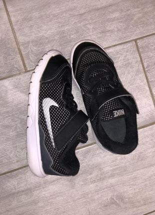 Оригинальные кроссовки nike размер 26. indonesia