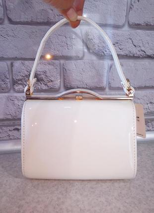 Шикарная сумочка премиум класса, молочная лак
