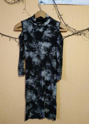 Платье-варенка с вырезами на плечах