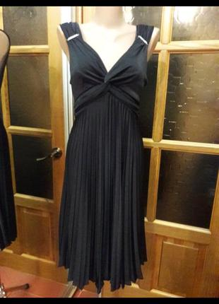 Плисерованное платье в греческом стиле
