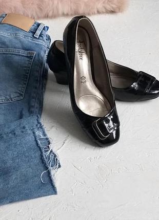 Стильные классические туфли на танкетке лакированная натуральная 100% кожа от footglove