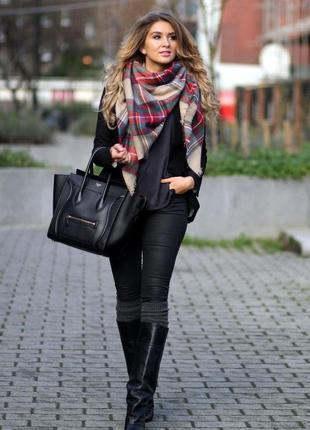 Палантин-накидка шаль шарф объемный бежевый в красную клетку клетчатый платок длинный