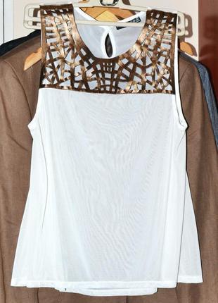 Белая блуза atmosphere с кожаными вставками под золото.
