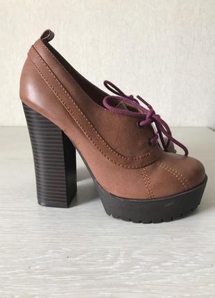 Туфли 35 р  benetton
