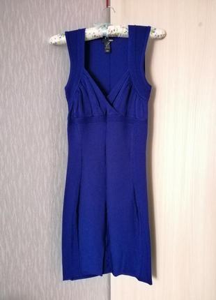 Облегающее платье декольте темно синее миди
