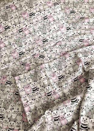 Красивый постельный набор с котами, очень милый принт, несколько размеров,есть семейный