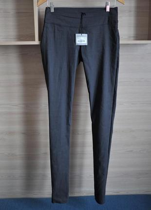 Стильные льняные скинни брюки дорогого бренда sarah pacini