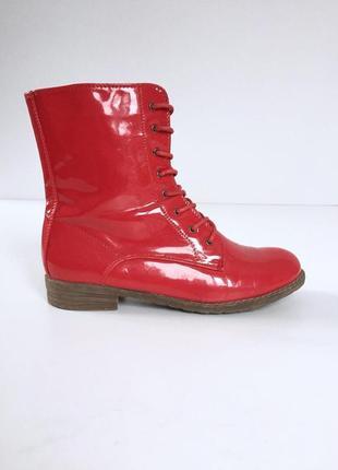 Демисезонные красные лаковые ботинки на шнуровке