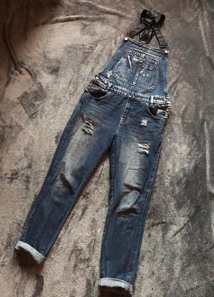Комбинезон джинсовый, синий , с рваностями , м-л