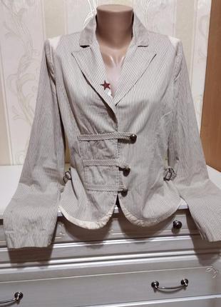 Стильный фирменный натуральный пиджак в мелкую полоску на х/б подкладке