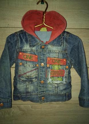 Джинсовая курточка с капюшоом на кнопках three and two на мальчика 5