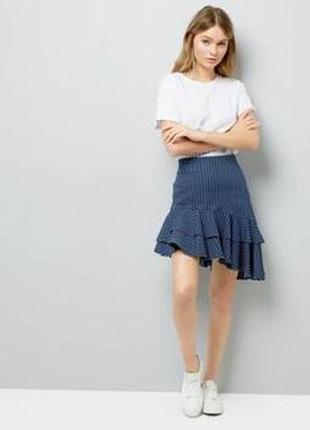 Актуальная джинсовая юбка с ассиметричной оборкой, полосатая