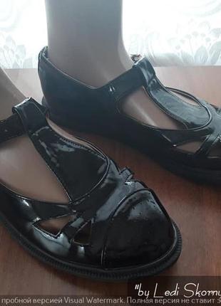 Новые лаковые туфли-лоферы, размер 39