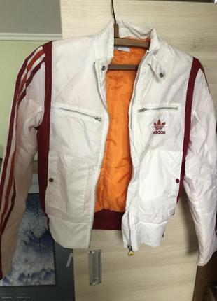 Стильная куртка весенняя  adidas