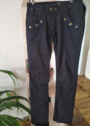Фирменные черные джинсы,качество,дизайн,италия.,р.s,26.
