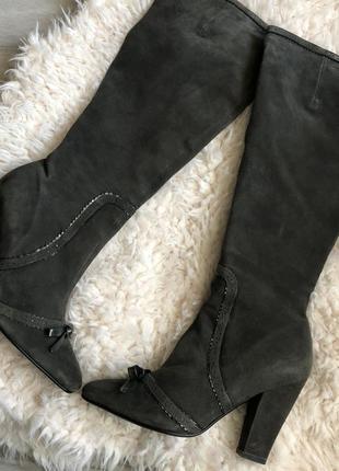 Серые замшевые осенние сапоги attizzare