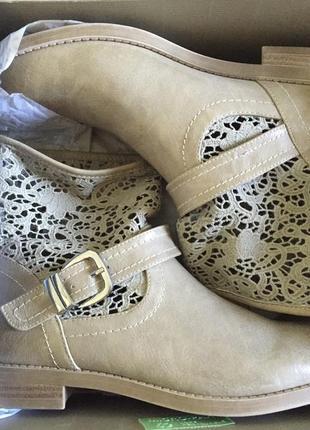 Новые кожаные ботинки от bata