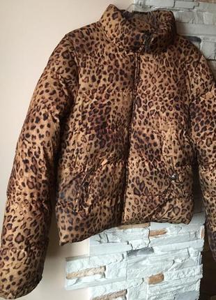 Короткий леопардовый пуховик