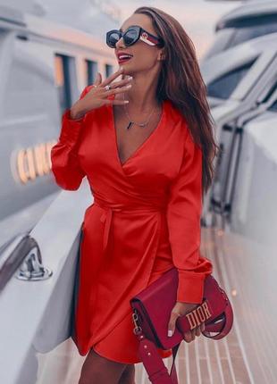 Красивое шелковое платье красное