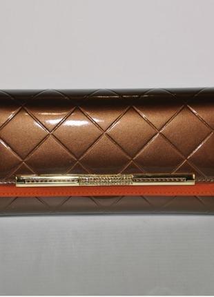 Женский кожаный лакированный кошелек коричневый