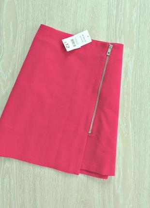 Малиновая мини юбка