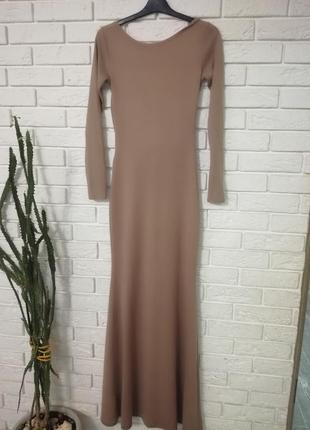 Длинное, узкое платье в пол