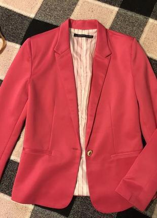 Малиновый пиджак zara